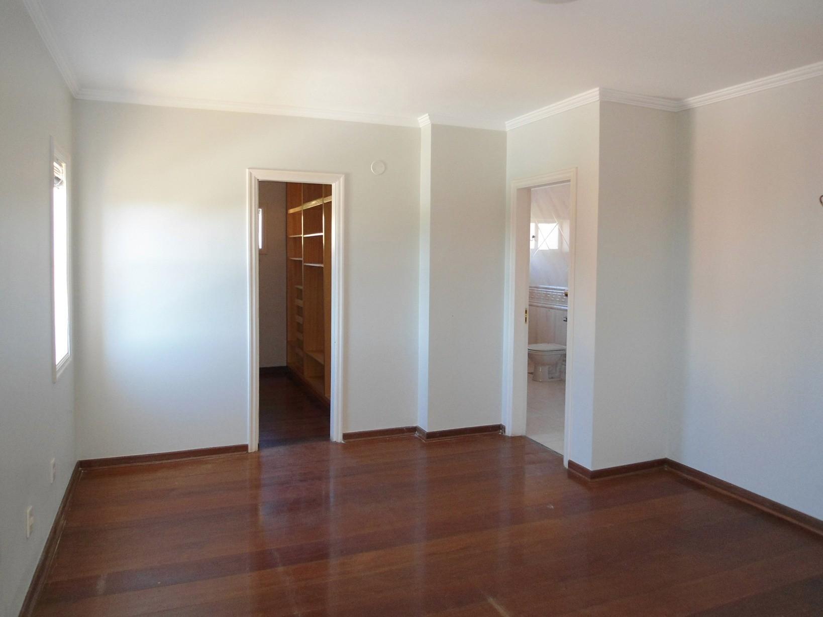 Sobrado de 5 dormitórios em Sousas, Campinas - SP
