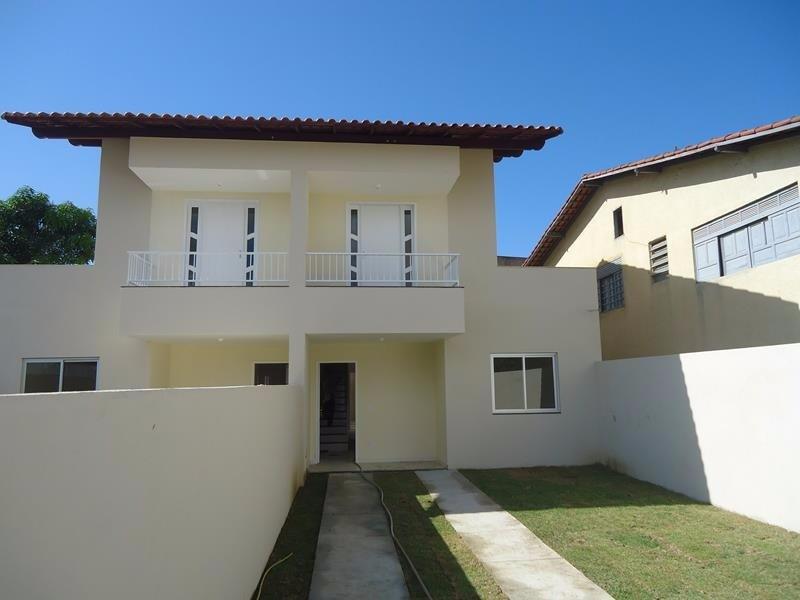 Casa duplex, 3 quartos, 1 suite, 130 m², sala cozinha, área de serviços, 3 vagas de garagem, sol da manhã, janelas e portas em vidro blindex e madeira
