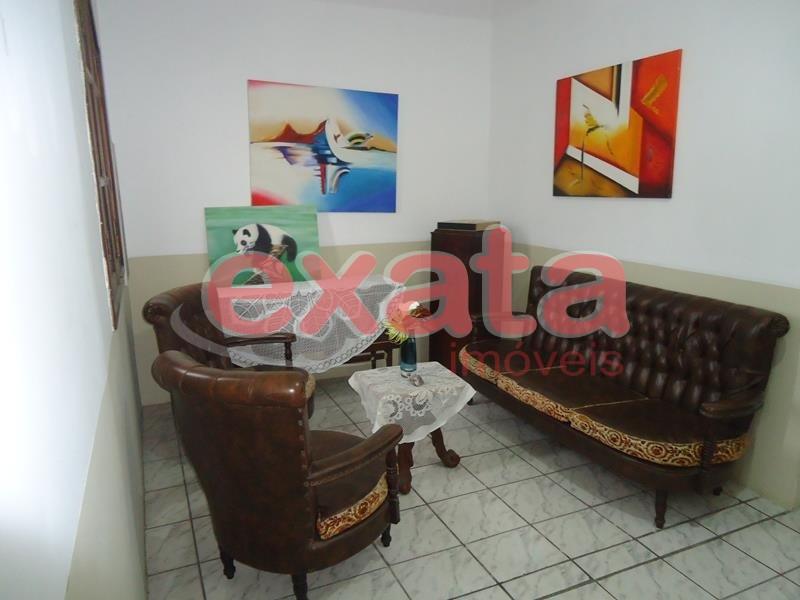 Valparaiso. Casa duplex bem localizada Térreo: 3 quartos, sala cozinha, área de serviços e quintal, bom acabamento, sol da manha. Andar superior, 3 qu