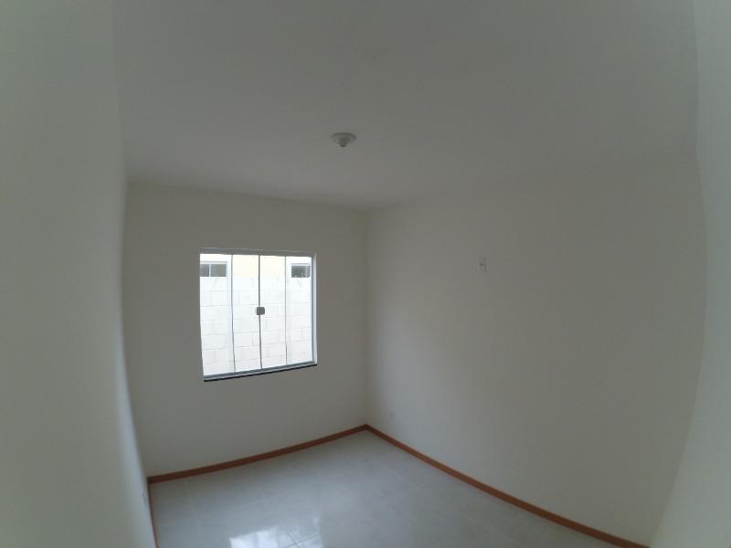 Casa linear em Portal de Jacaraipe, 2 quartos,2 vg, telhado colonial, fino acabamento, terreno amplo Casa duplex  com 2 quartos, sala, cozinha, área d