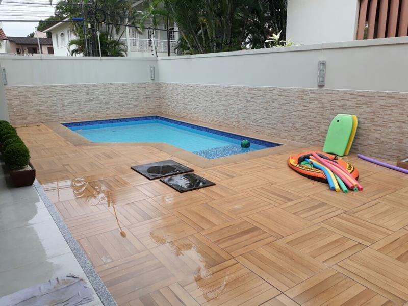 Mata da Praia, Casa duplex com 469 m², de esquina, com jardi
