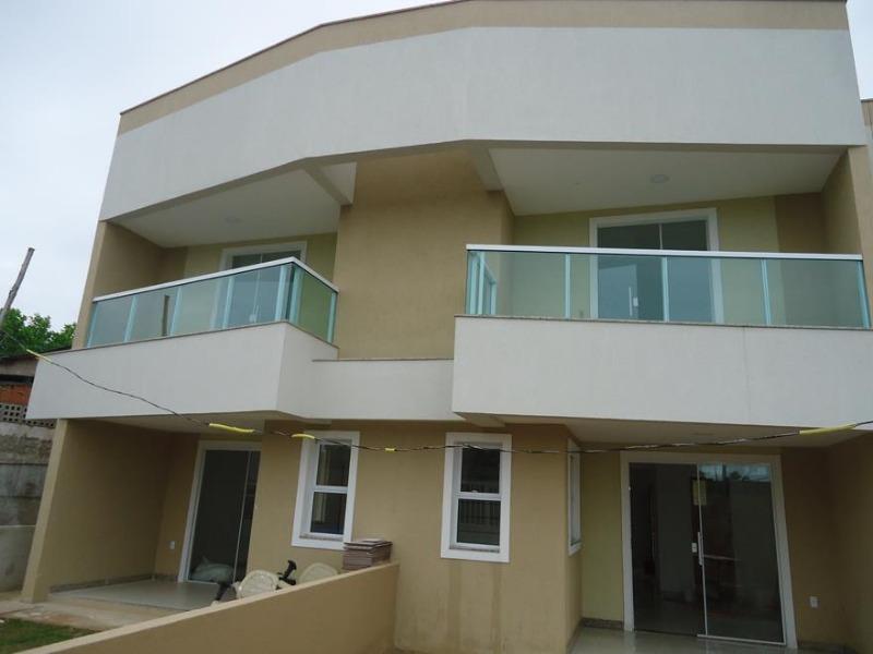 casa duplex, com 2 quartos, sala  e cozinha ampla, varandão com acabamento em vidro blindex 6 mm,cozinha americana e excelente acabamento, terreno gra