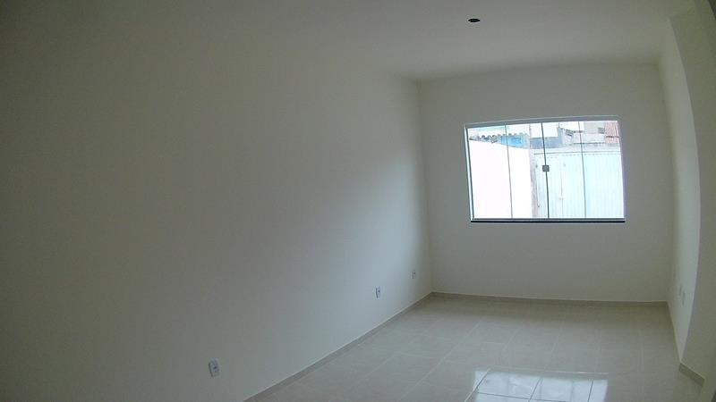 Jacaraipe, Bairro São Francisco. casa Linear 2 quartos, 1 suite, 57 m²,  sala, cozinha, área de serviços, quintal com 180 m2, janelas em blindex, piso