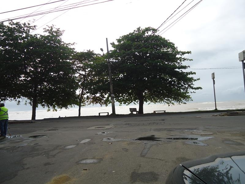 Curva da Baleia, Lote com 300 m² (12x25), sol da manhã, registrado e escriturado, excelente para moradia ou construção de casas MCMV. Rua asfaltada, c