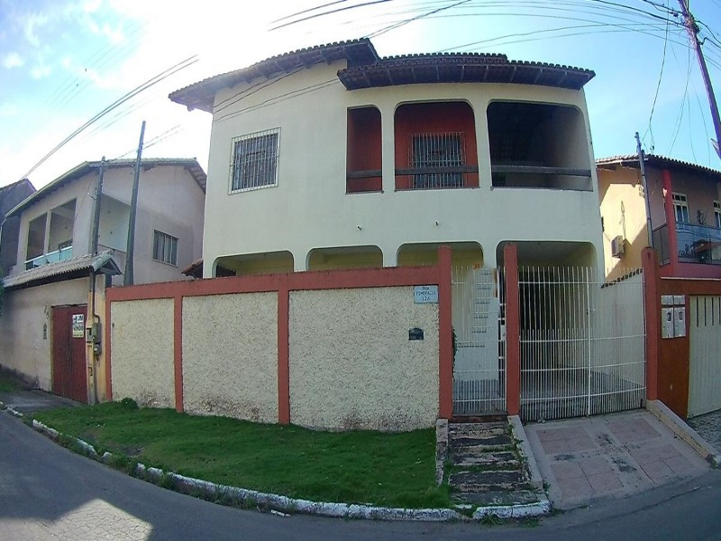 Casa duplex, 5 qts sendo 1 suites, excelente localização, aceito FGTS e, financiamos.