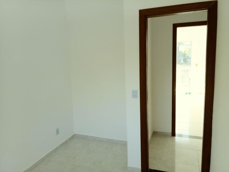 duplex com 2 quartos, sala, cozinha, área de serviços, varanda, 2 wc social, sol da manhã, fino acabamento