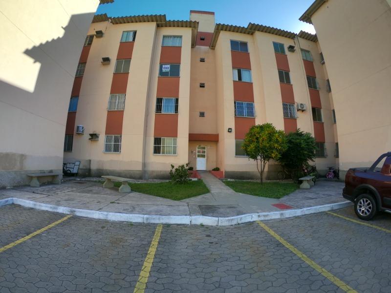 Morada de Laranjeiras, Condominio Civit A3, apt 2 quartos, sala, cozinha, wc social e área de serviços, sol da manhã, terceiro andar.