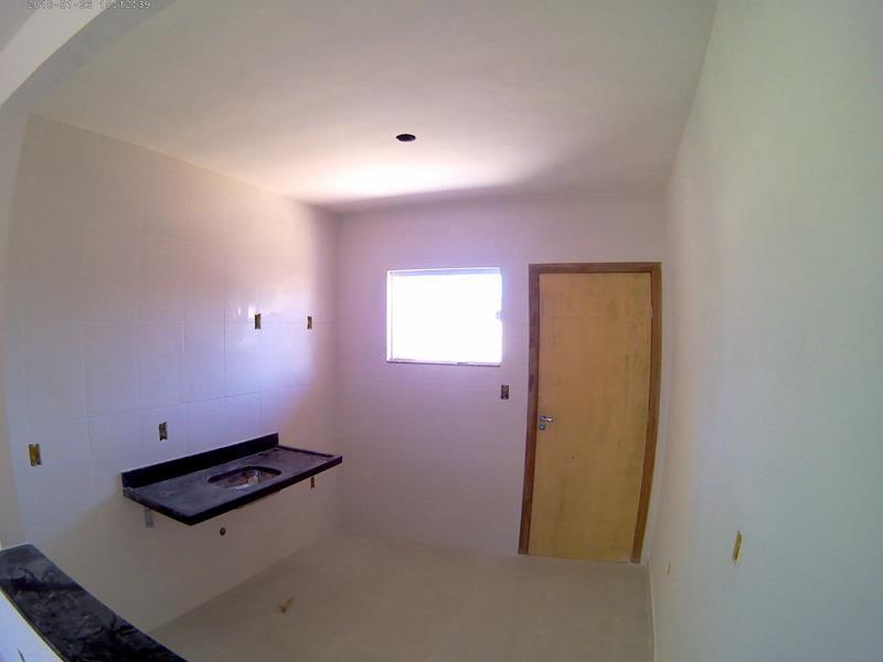 casa linear, com 2 quartos, sala, cozinha, área de serviços, wc social, quintal amplo, sol da manhã, excelente acabamento, um produto da Prumo Engenha