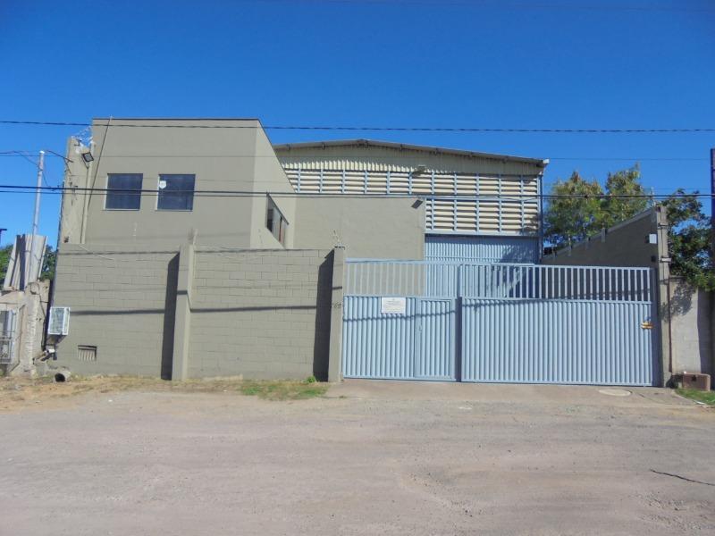 galpão em Alterosa, com 880 m² de área construída e 1000m² de area total