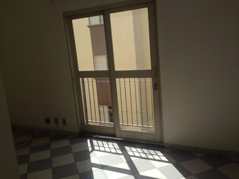 Otimo apartamento 2 dormitorios. sala dois ambientes. todo em piso frio. nao possui elevador porem com vantagem de ser um apartamento popular com beneficio de duas vagas de garagem...