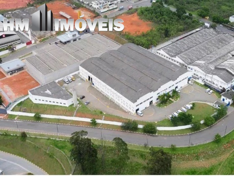 Galpão industrial Z-1 com 6300 m² de área construída em um terreno de 11.69700 m² em Guarulhos