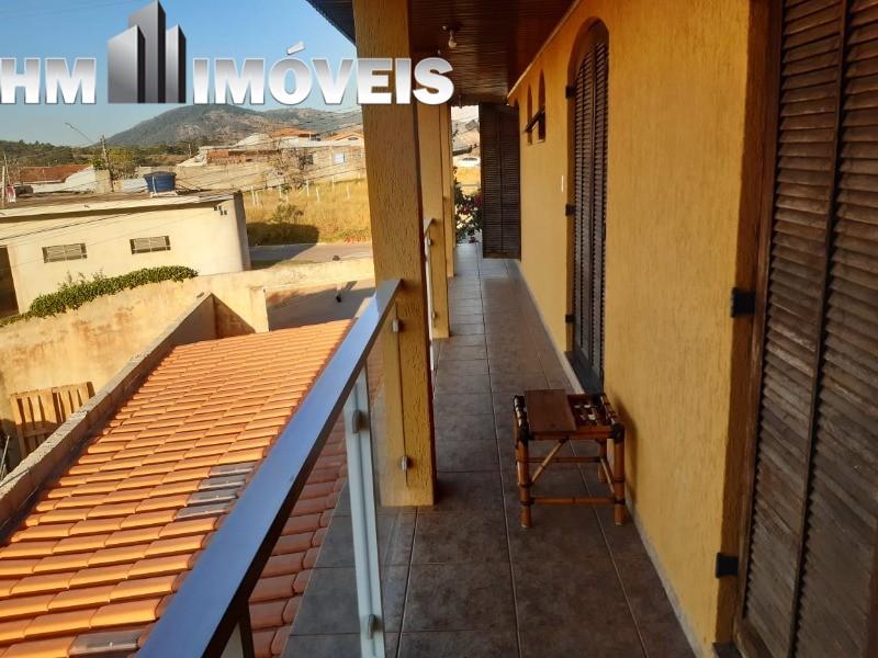 Vendo ótima casa em ótima localização em Bragança Paulista, com 03 dormitórios, 02 banheiros, 01 sala, 01 cozinha, 01 lavanderia, 01 quintal, 01 sacad