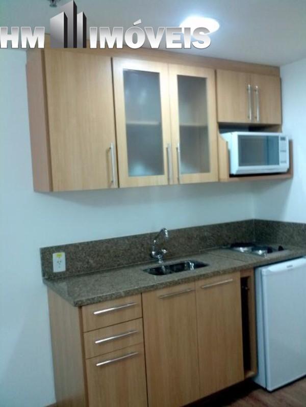 Aluga, apartamento estilo flat, 36 m², 01 dormitório, 01 cozinha pequena, 01 banheiro, condomínio com sauna, piscina, 01 vaga de garagem coberta. Docu
