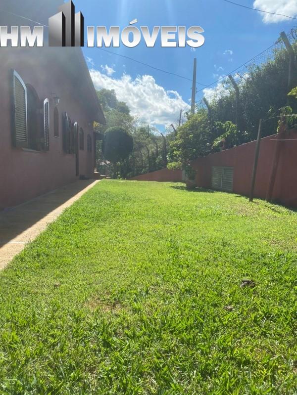 Vendo chácara em Bragança Paulista em ótima localização, com área de terreno de 8.500 m², área construída de 500 m², com 04 dormitórios, 03 suítes, pi