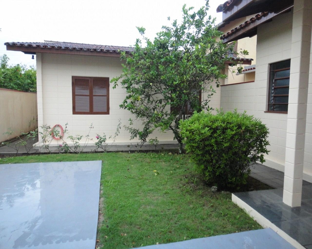 Casa térrea com 3 dormitórios em Caraguatatuba