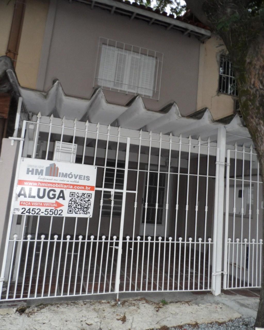 Aluga-se Sobrado 3 dormitórios, 1 vaga, 2 banheiros, no Santa Mena