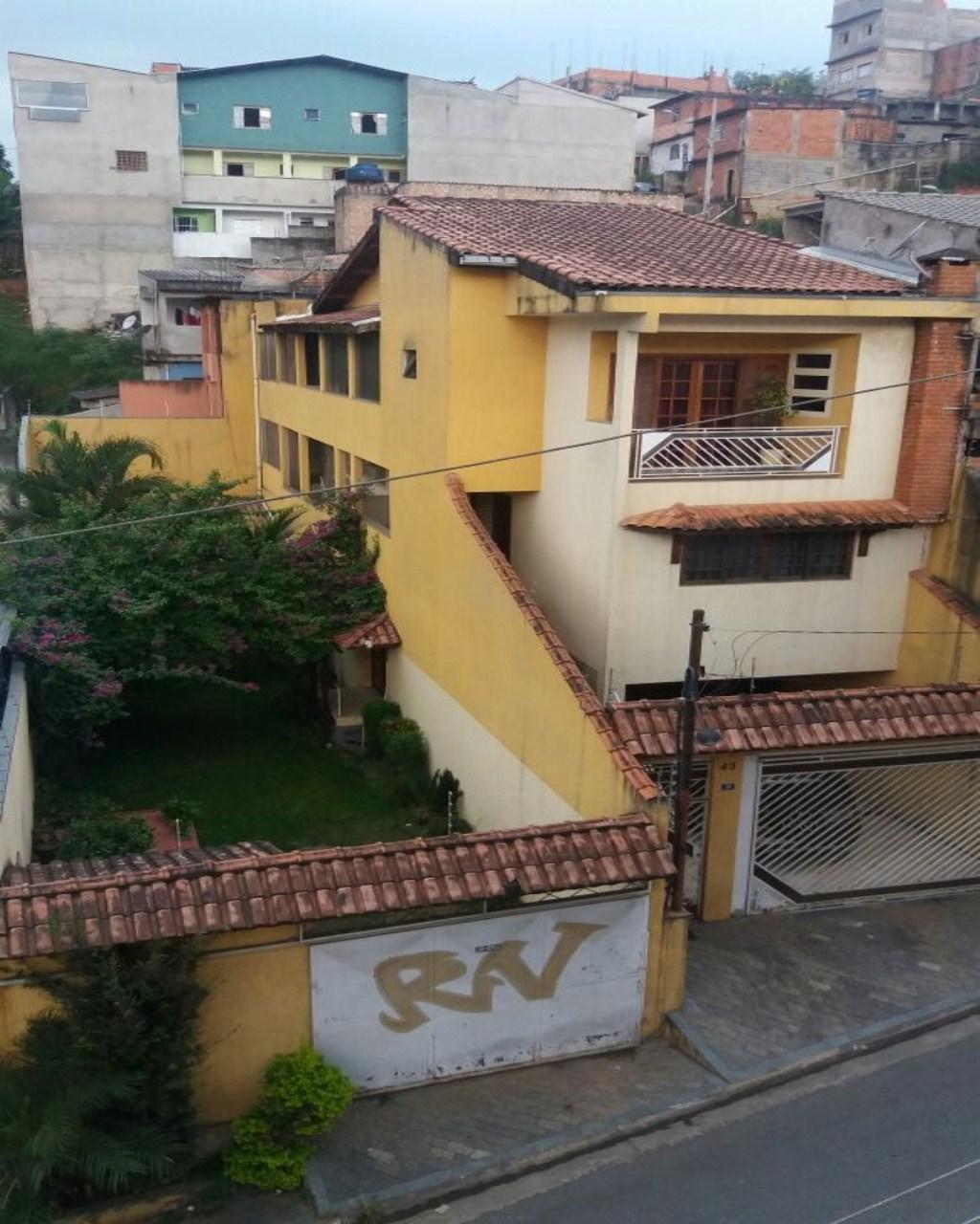 Sobrado com 12 vagas de garagem em Guarulhos