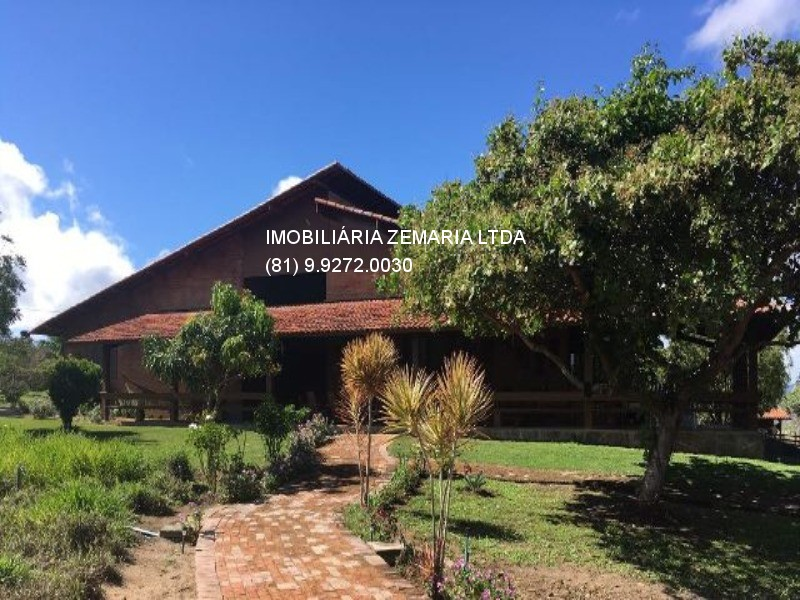 Vendo casa em Gravatá com 412m², terreno com 2 hectares