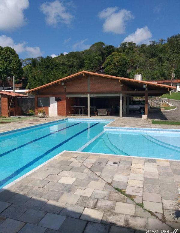 Vendo  este imóvel em Nova Cruz 2000 m2 de área total . 5 suítes + 2 piscinas + sauna + academia privativa + estacionamento para 9 carros 3.500.000