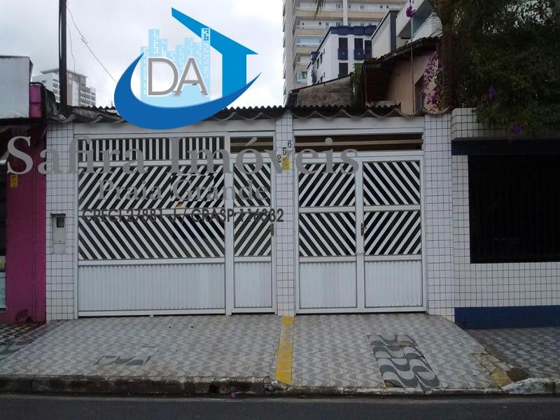 Casa para locação comercial no Boqueirão, 02 dormitórios com 02 vagas de garagem.