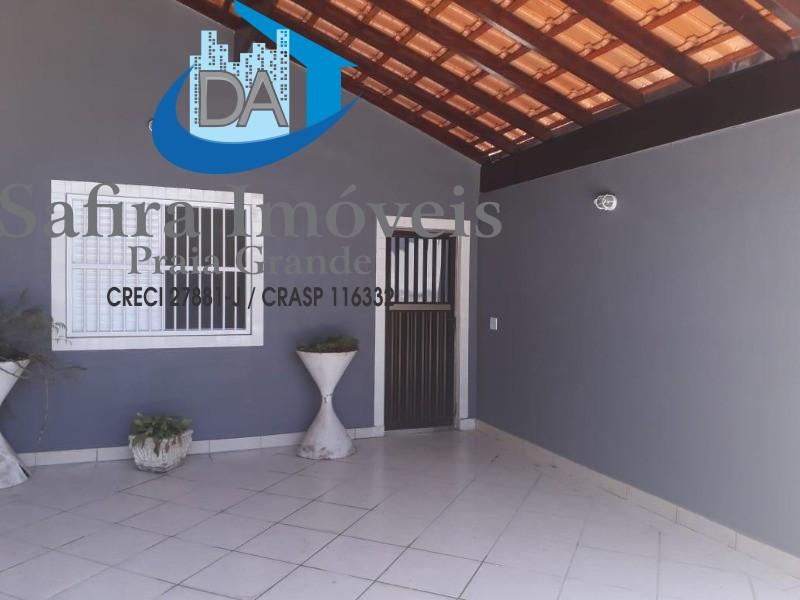 ÓTIMA CASA PARA LOCAÇÃO com 02 dormitórios sendo 1 suíte, fundos com churrasqueira e pia, 04 vagas de garagem no Bairro Guilhermina.