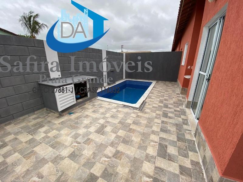 Venha conferir essa linda casa de condomínio  cidade de Itanhaém, bairro Cibratel 2, com quintal, piscina privativa com cascata e banco molhado,  vaga