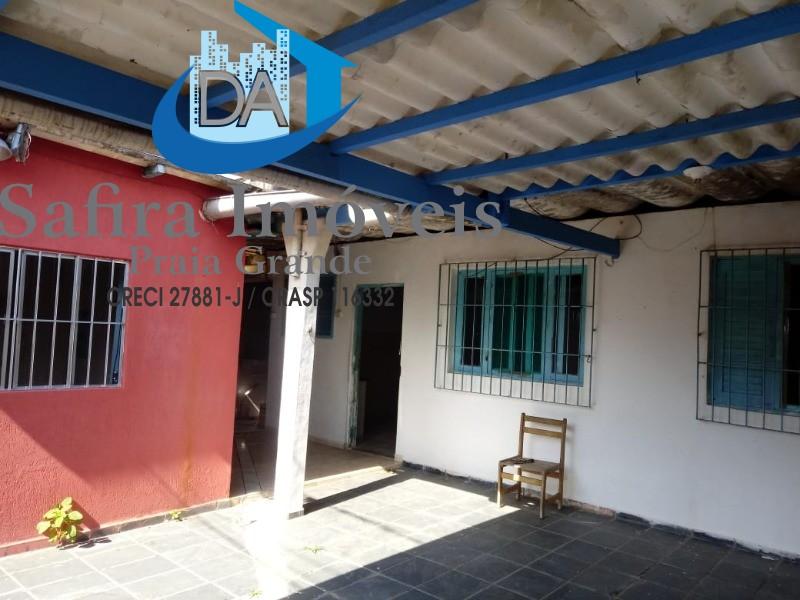 CASA GEMINADA com 2 dormitórios, sala, wc social, cozinha independente, área de serviço, 1 vaga de garagem em Mongagua