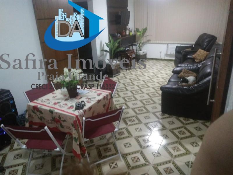 AMPLO apartamento com 105m² de área útil,  2 dormitórios, 1 vaga. EXCELENTE localização, no bairro Itararé, apenas 250 metros da Praia. Dormitórios co