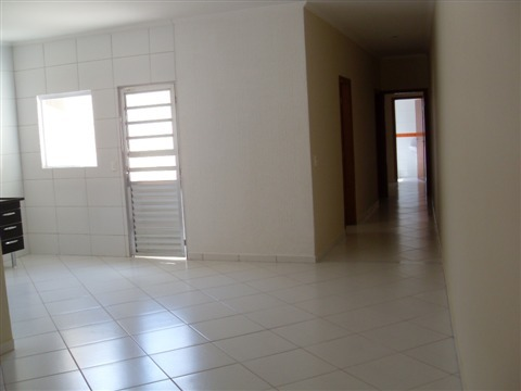 Casa com 2 Quartos,Jardim Zulmira, Sorocaba