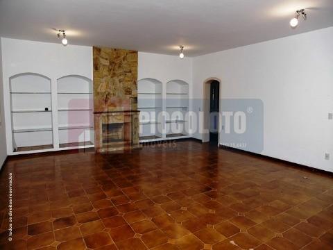 Casa de 4 dormitórios em Dois Corregos, Valinhos - SP