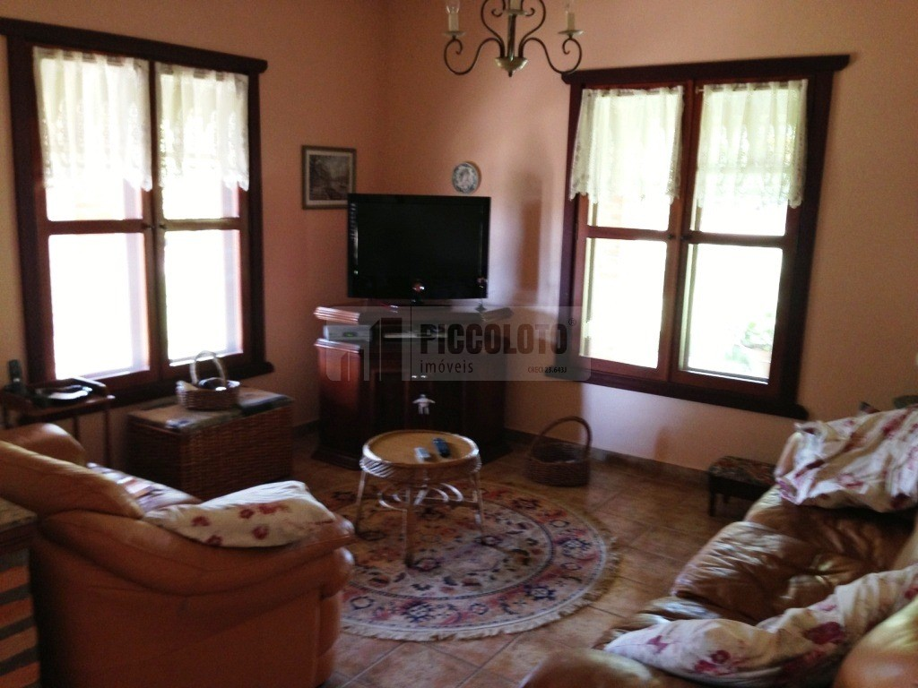 Casa de 4 dormitórios em Jaguariuna, Jaguariuna - SP