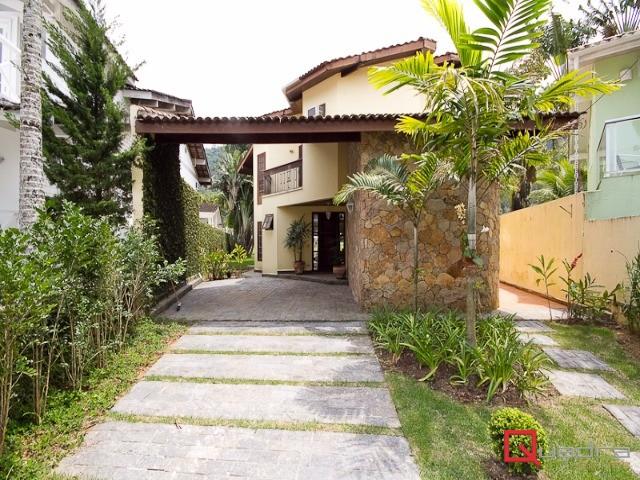 Casa com 3 dormitórios (1 suíte) para temporada em Caraguatatuba, no bairro Tabatinga