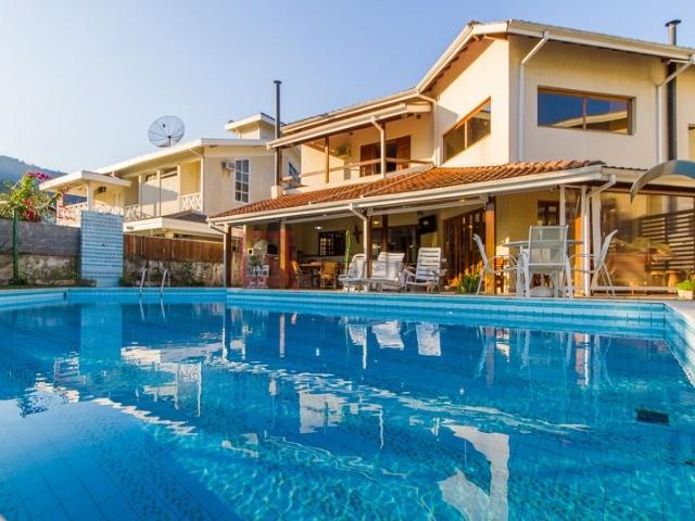 Casa com 4 suítes para alugar em Caraguatatuba, no bairro Tabatinga