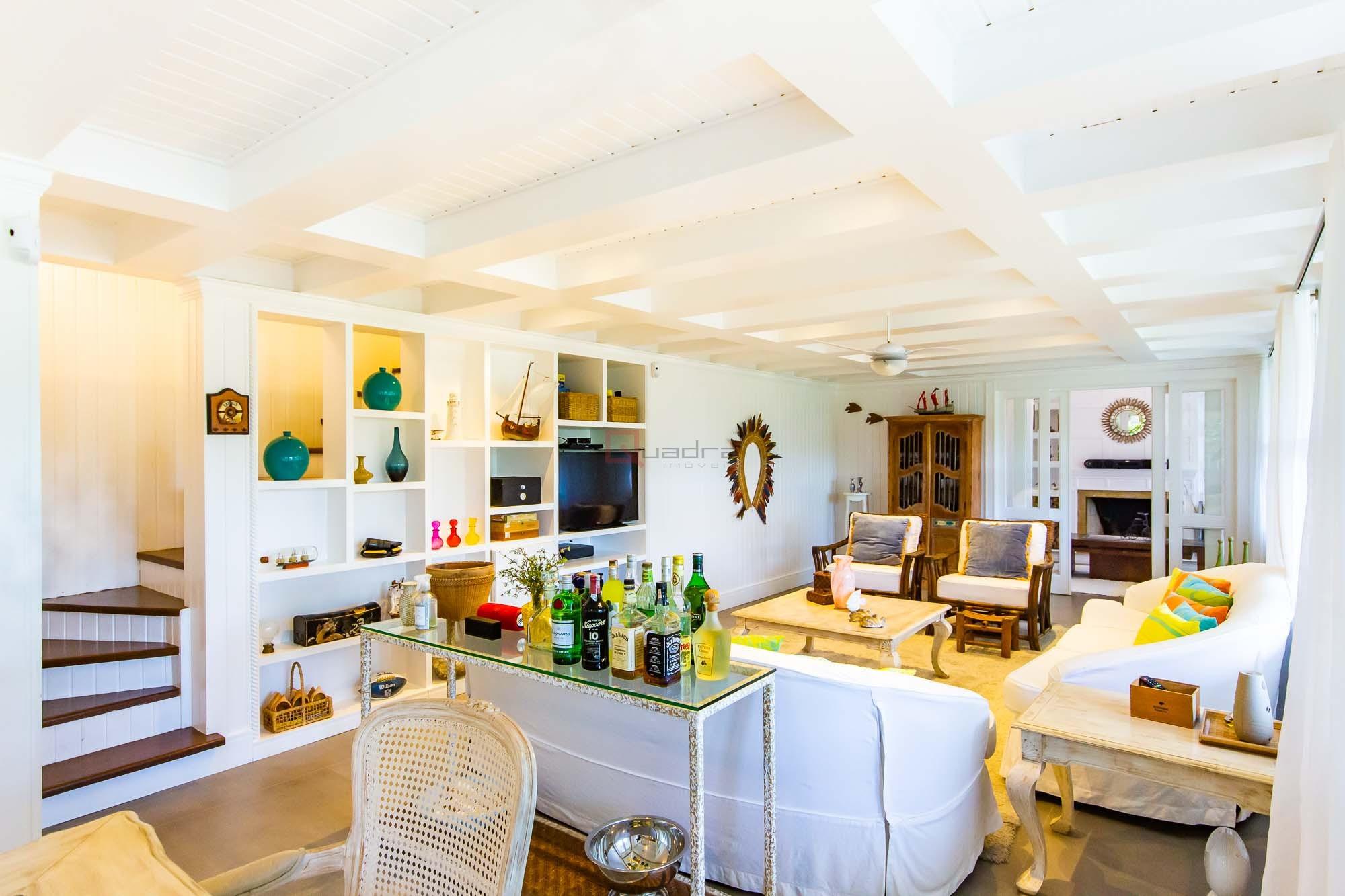 Casa com 5 dormitórios (4 suítes) à venda em São Sebastião, no bairro Santiago