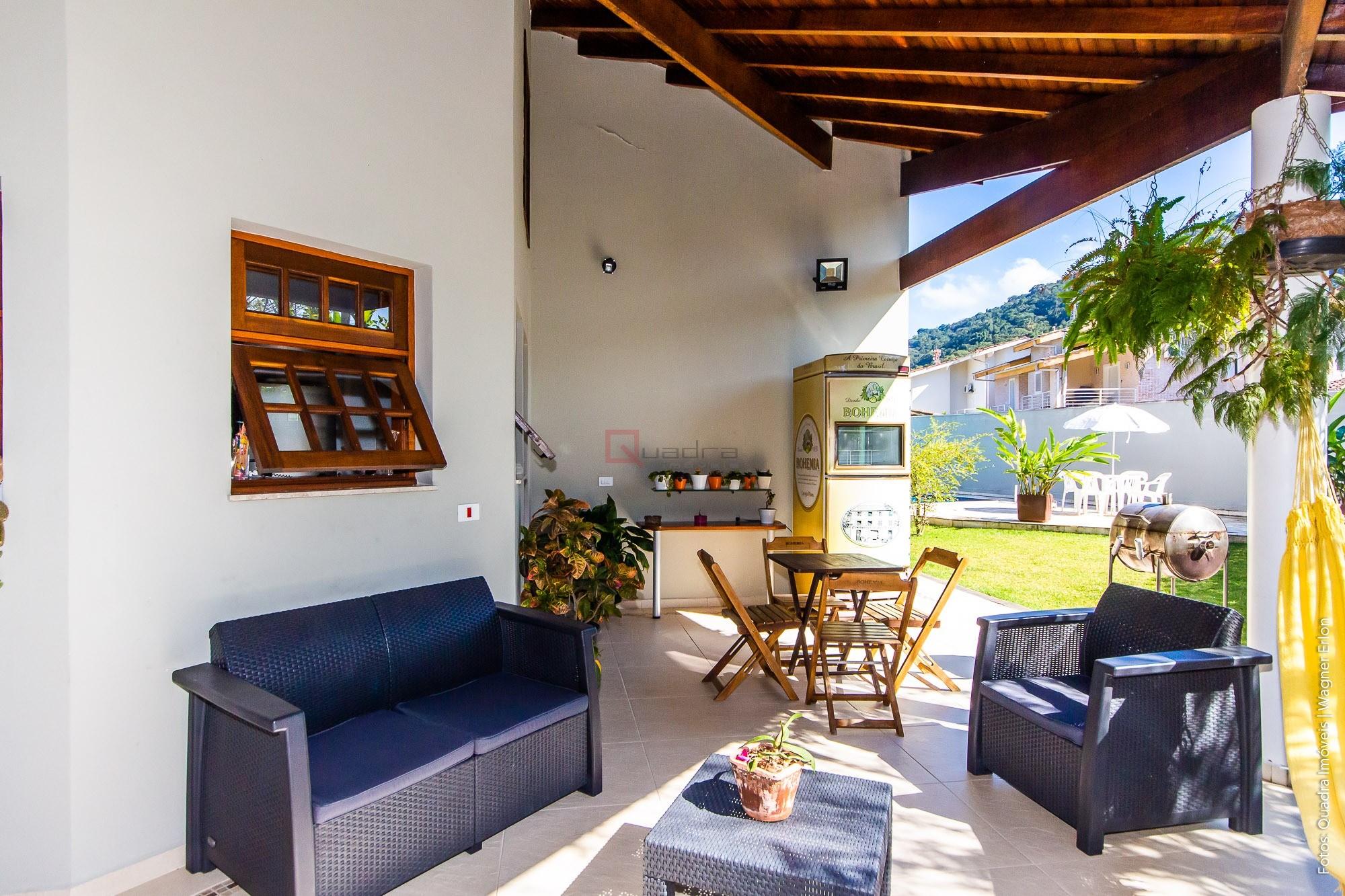 Casa com 4 suítes para temporada em Caraguatatuba, no bairro Tabatinga