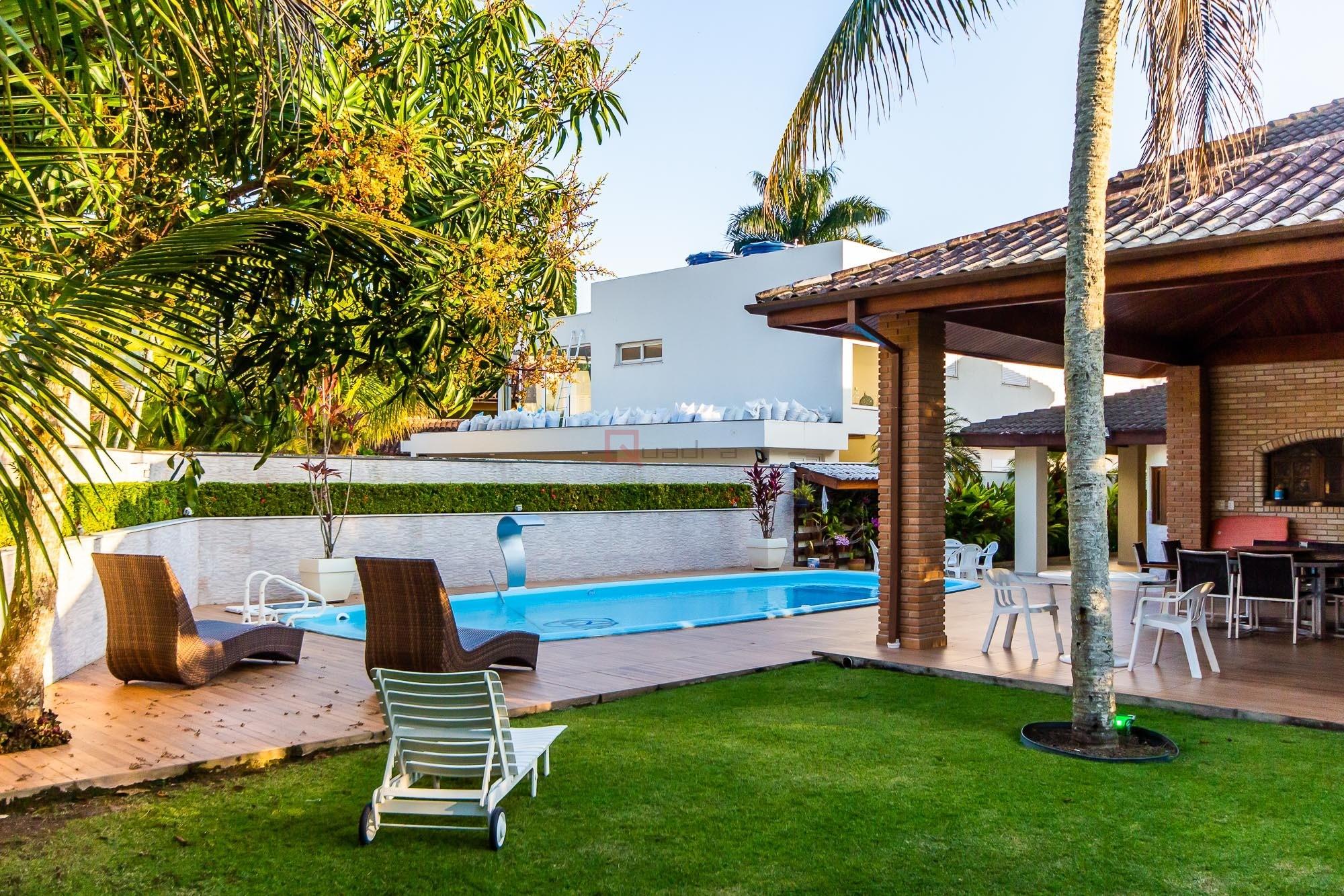 Casa com 6 dormitórios (3 suítes) para alugar em Caraguatatuba, no bairro Tabatinga