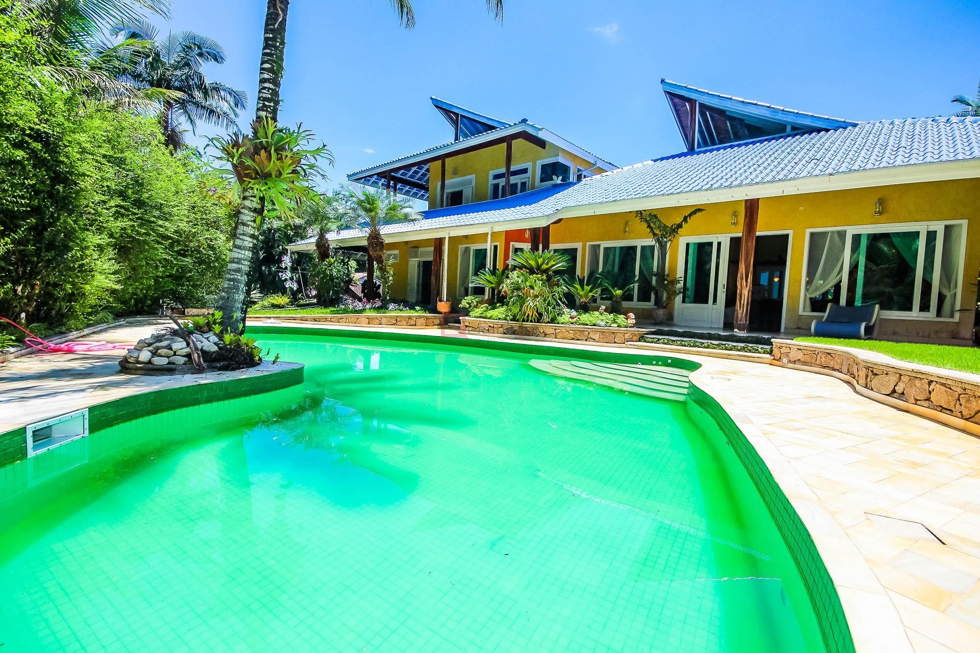 Casa com 4 suítes à venda em Caraguatatuba, no bairro Park Imperial