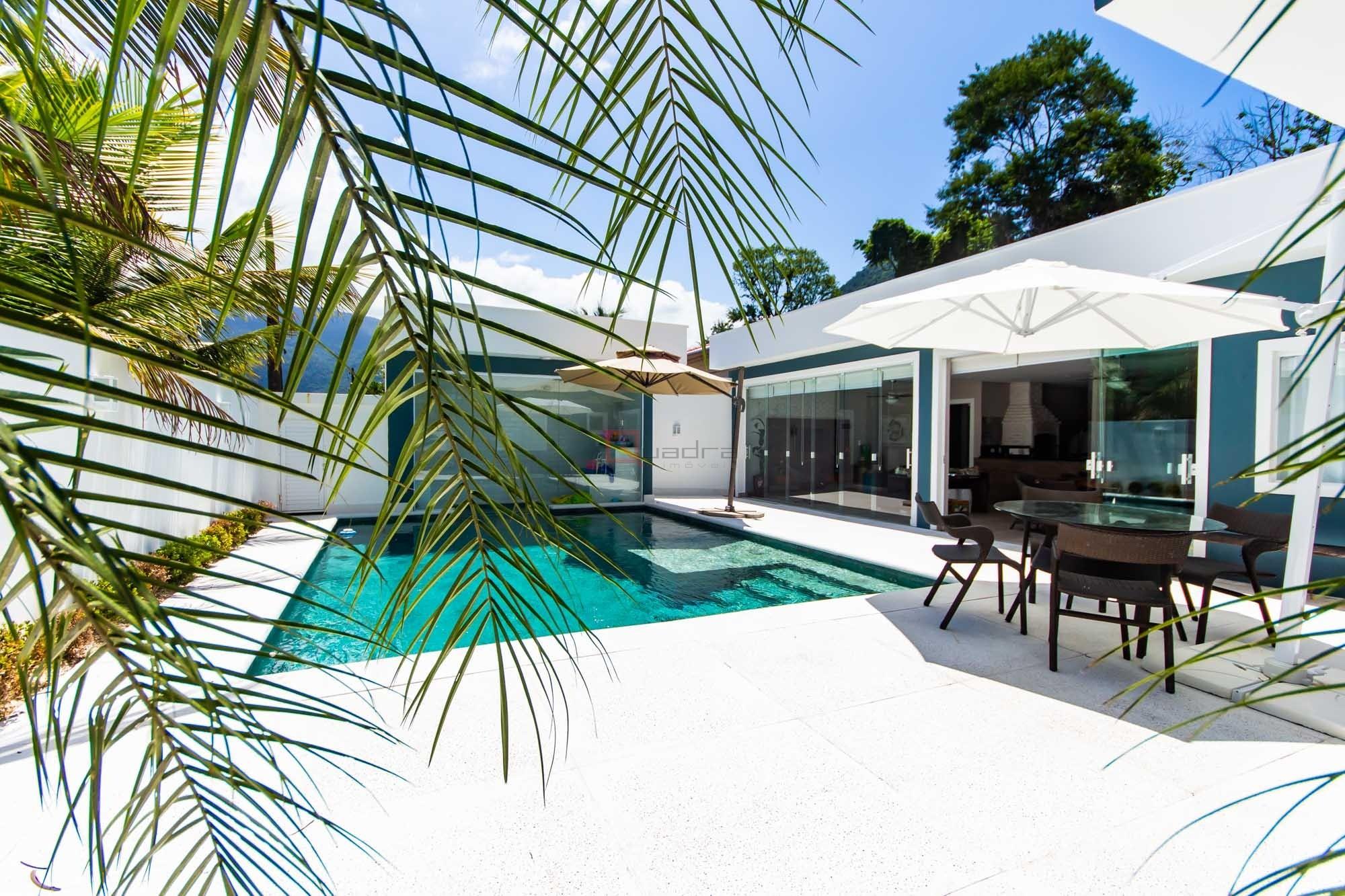 Casa com 4 dormitórios (3 suítes) à venda em Caraguatatuba, no bairro Mar Verde