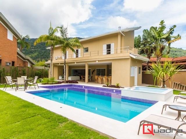 Casa com 6 suítes para alugar em Caraguatatuba, no bairro Tabatinga