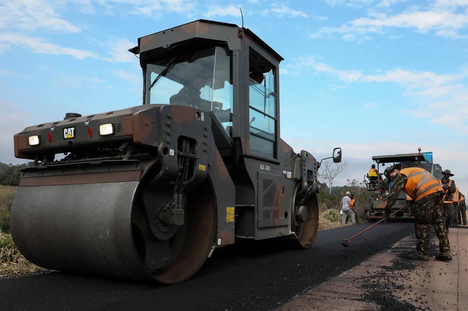Economista propõe troca de impostos por obras públicas
