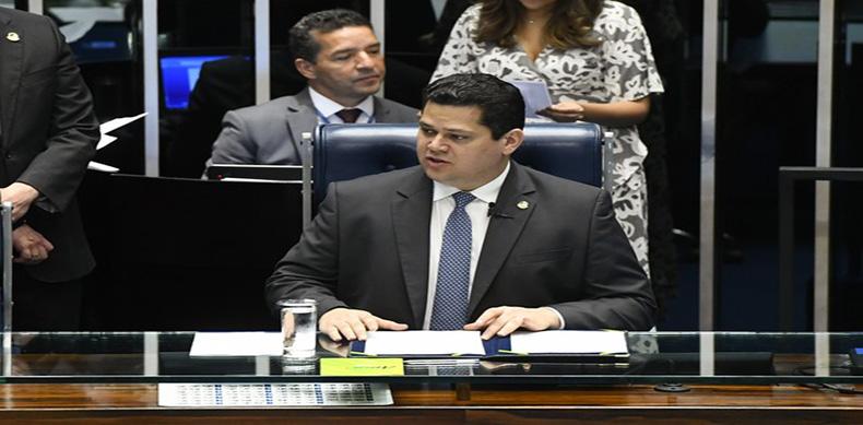 'Brasileiros não aguentam mais pagar imposto', diz Alcolumbre