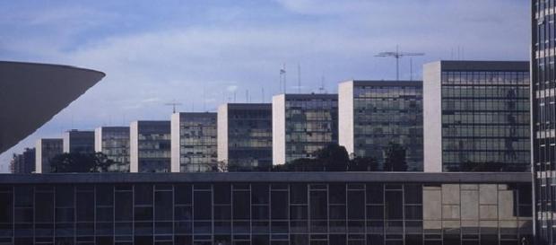 Governo deve liberar mais de R$ 3 bi do Orçamento para ministérios