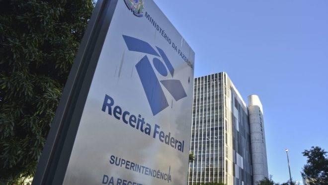 Receita critica imposto sobre fortunas, também rejeitado por Guedes