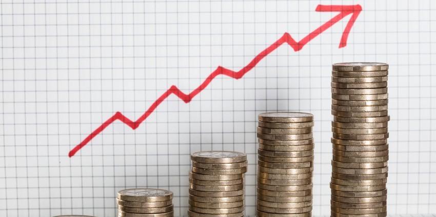 Inflação fica mais longe da meta anual e se aproxima do teto