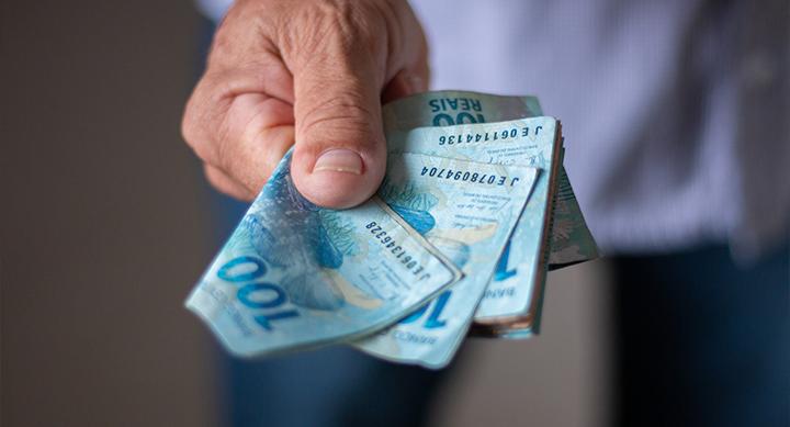 Imposto volta e empréstimos ficam mais caros