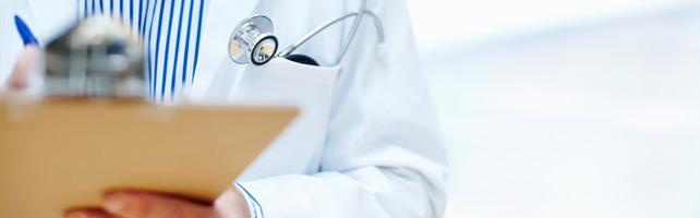 medico_escrevendo_documento credenciar-se a um plano de saude