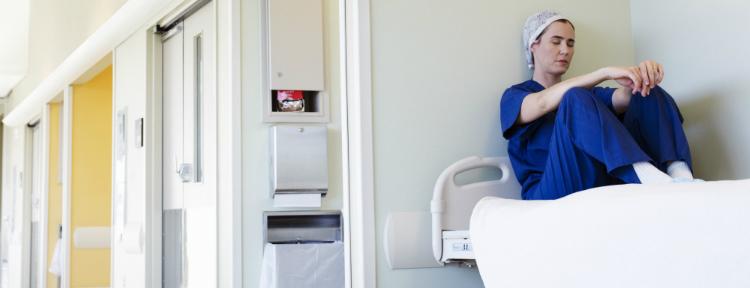 sobrecarga da trabalho dos medicos e profissionais da saude