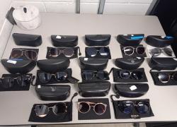 aprox-pecas-de-oculos-escuros-em-diversas-marcas-e-modelos