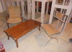 cadeira-poltrona-e-mesa-de-centro
