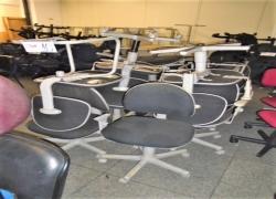 cadeiras-fixas-e-giratorias-na-cor-preta